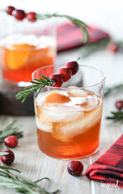 Cranberry-Old-Fashioned-cocktail